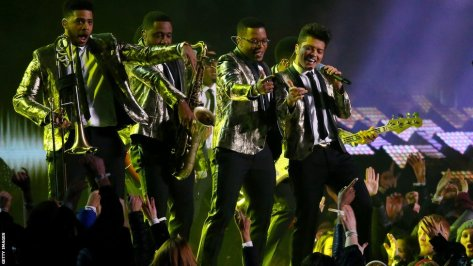 bruno-mars-with-band