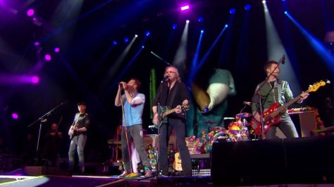 coldplay-barry-gibb-at-glastonbury